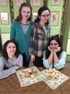 """Філологи святкували Стрітення з обрядовим печивом """"жайворонки""""!"""