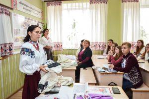 Філологи вивчали традиційну вишивку Східного Поділля